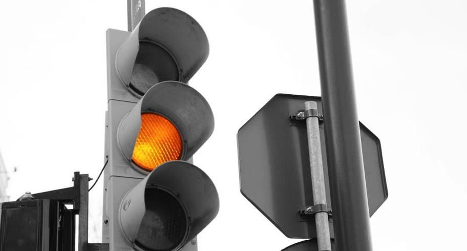 """Atenţie, şoferi! Semafoarele din Constanţa, pe galben intermitent. """"Se vor umple intersecţiile de accidente"""""""