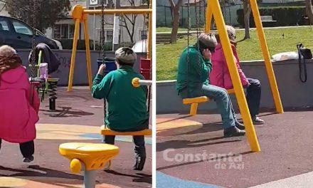 """VIDEO. Inconştienţă! Două pensionare se dau în leagăne la un loc de joacă. """"Sunteţi ca părinţii noştri şi e păcat!"""""""
