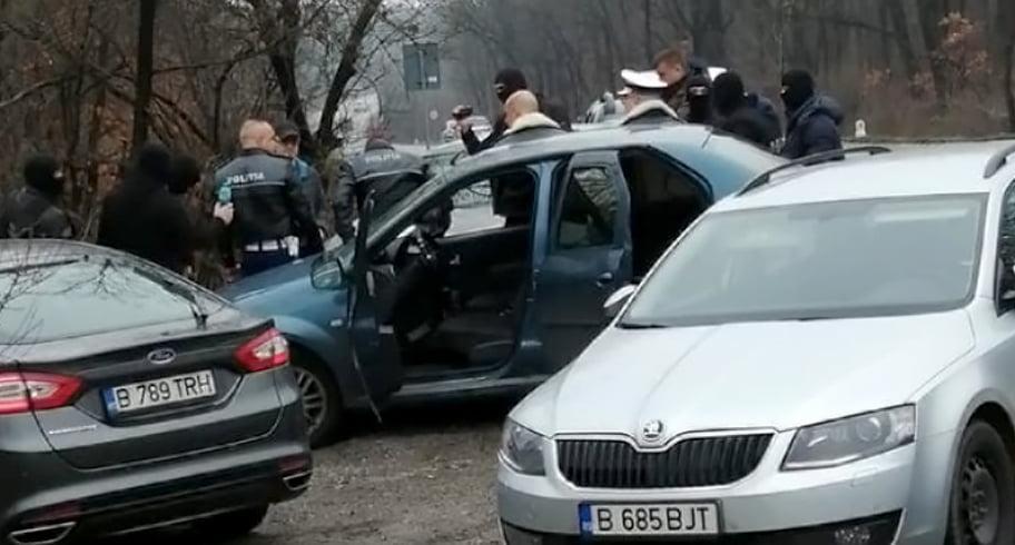 Patru polițiști de la Rutieră, prinși în flagrant în timp ce luau șpagă