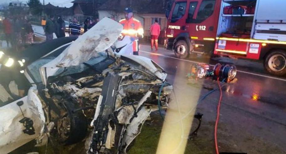 FOTO. Impact mortal între un Porsche și un Touareg. Un bărbat a murit pe loc