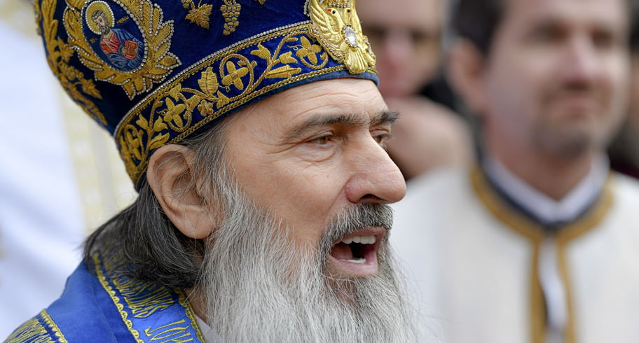 Halucinant. ÎPS Teodosie: Credincioşii se-mbolnăvesc de dorul bisericii! Biserica a fost spitalul tuturor românilor