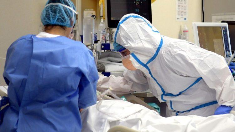 Un nou deces! Asistentă medicală moartă după ce a fost trimisă să lucreze cu bolnavi de COVID deși suferea de diabet, obezitate și hipertensiune