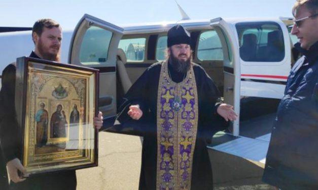 VIDEO. Cu moaşte şi icoane, trei preoți s-au rugat din avion pentru a scăpa Republica Moldova de epidemie