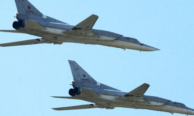 Două bombardiere rusești, interceptate deasupra Mării Negre de Forțele Aeriene