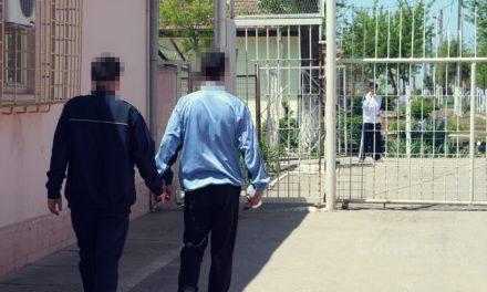 Gardian de la Penitenciarul Poarta Albă, reținut după ce a luat mită bani, pantofi, papuci și țigări de la un deținut