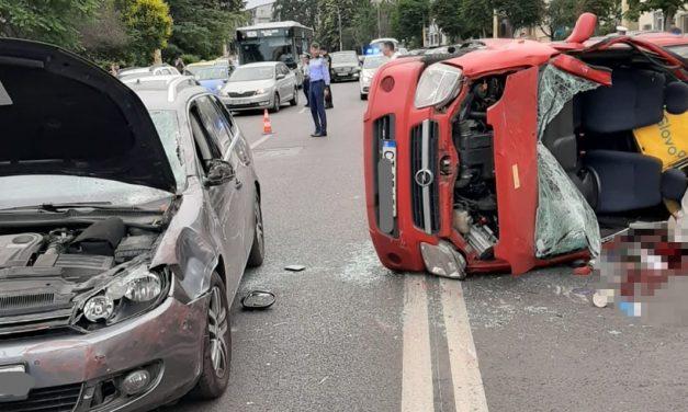 FOTO. Accident rutier grav într-o intersecție din Constanța. O persoană este grav rănită