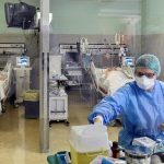 Un medic și o asistentă, cercetați pentru că au făcut sex în secția ATI unde sunt tratați bolnavii de COVID