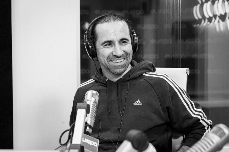 Astăzi, nimeni nu a putut vorbi la Europa FM. Omul de radio Călin Gheorghe a murit la 45 de ani, pe plaja Corbu
