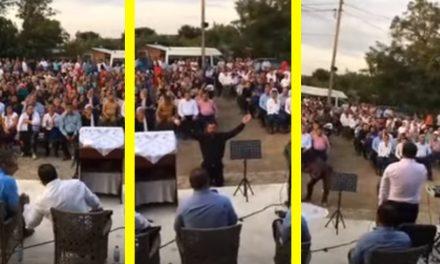 VIDEO. Sute de persoane s-au strâns într-o curte, să se roage pentru dispariția COVID. Peste ei s-au pogorât polițiștii, care au dat amenzi