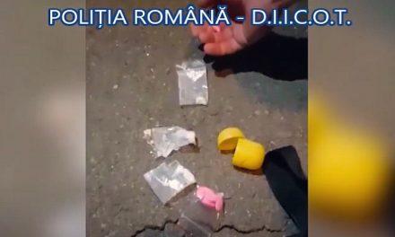 VIDEO. Șase tineri din Constanța, reținuți pentru trafic de droguri. Prinși în flagarant cu doze de cocaină, cannabis, ecstasy și MDMA