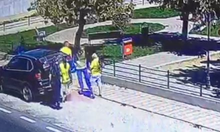 VIDEO. Suspiciuni de mită electorală la N. Bălcescu. Candidatul PNL, filmat când dădea pachete copiilor și trecătorilor