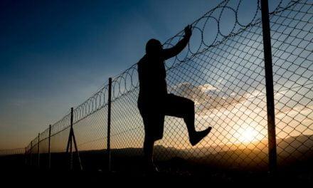 Un deținut de la Poarta Albă a evadat sărind gardul, pentru a se distanța social