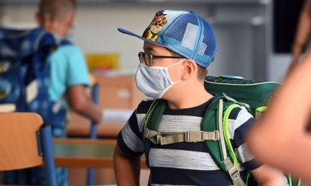 """Ministrul Educației: """"Elevii care își dau masca jos vor avea nota scăzută la purtare"""""""