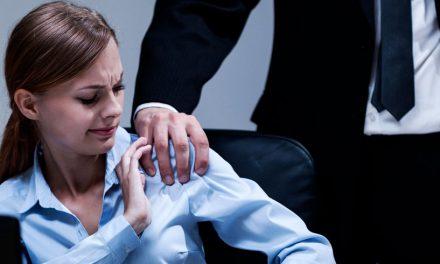 Angajatul unei primării, anchetat de procurori după ce le-a abuzat sexual și agresat pe subalternele sale