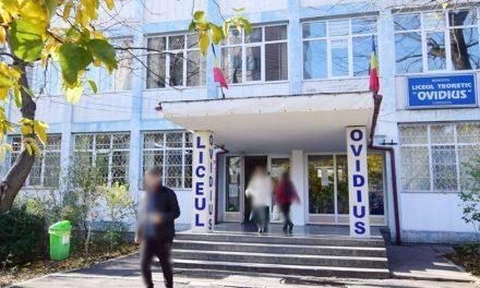 """Directorul Liceului """"Ovidius"""", depistată cu COVID-19. Mai mulți profesori au intrat în contact cu ea"""