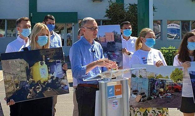 """Stelian Ion, în fața sediului Polaris: """"După 20 de ani de administrație PSD ne bălăcim în mizerie și nu reușim să găsim calea de a ieși din această situație"""""""