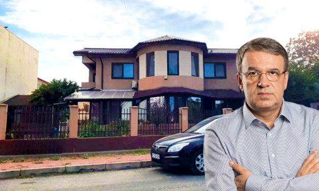 Vergil Chițac, cercetat penal pentru fals în declarații. Claudiu Palaz a sesizat procurorii pentru că amiralul și-ar fi ascuns averea