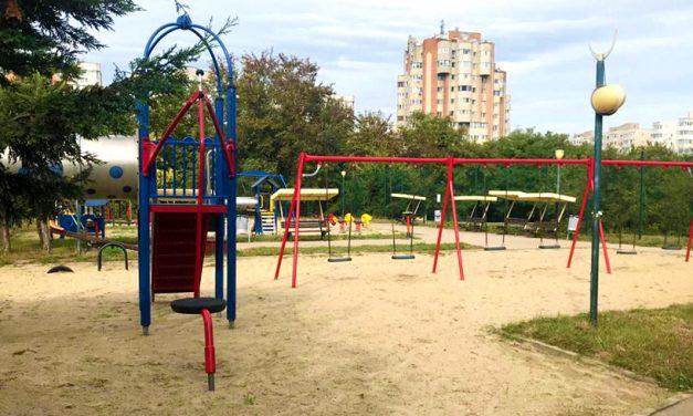 Au fost redeschise locurile de joacă de la Casa de Cultură și cartierul Medeea