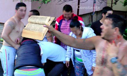 Scandal în Henri Coandă. Două găști de romi s-au bătut în metafore și citate celebre