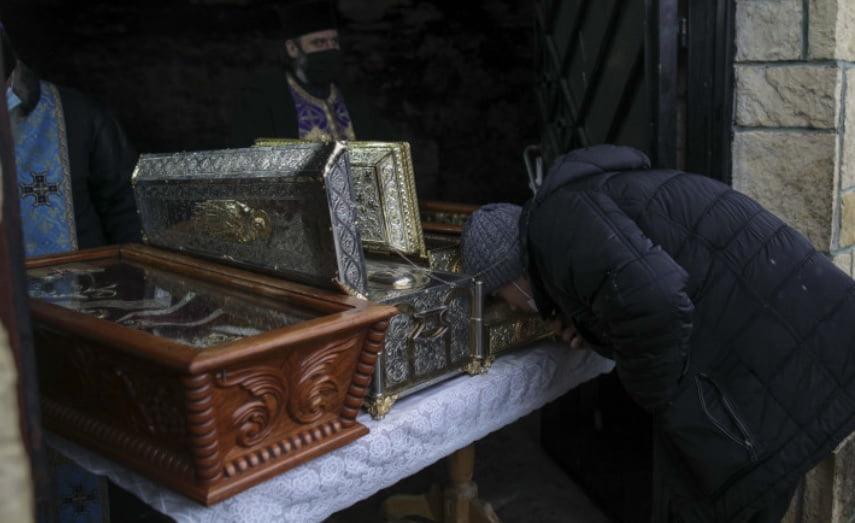 Peste 400 de pelerini au participat astăzi la slujba de la Mănăstirea Sf. Andrei în cel mai afectat județ de coronavirus