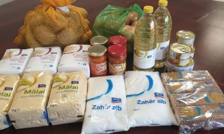 Primăria Nicolae Bălcescu a distribuit pachete cu alimente persoanelor cu vârsta de peste 65 de ani