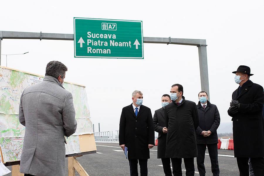 Autostrada inaugurată cu fast de Orban și Iohannis, pericol public. Șoferii și-au distrus mașinile, CNAIR recunoaște că lucrările nu sunt gata