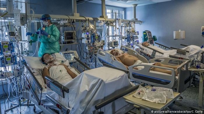 Medic ATI, decedat după ce s-a infectat cu COVID. Refuzase să se vaccineze, iar soția lui, tot medic, este în stare gravă