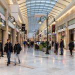 Statul va plăti chiria magazinelor din mall-uri, în timp ce piețele au fost închise și producătorii aruncați în stradă