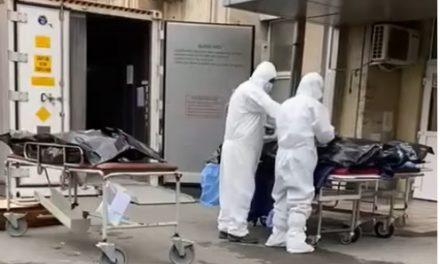 Imagini revoltătoare la Constanța! Pacienții decedați de COVID, predați familiei în curtea spitalului, în saci de plastic