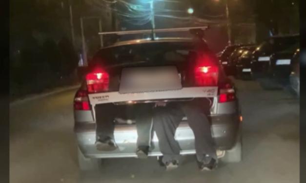 Șoferiță amendată pentru că și-a transportat soțul beat în portbagajul mașinii