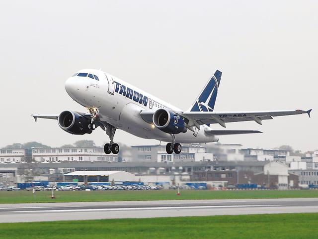 Avion TAROM, aterizare de urgență la Timișoara. Unui pasager i s-a făcut rău, fiind confirmat cu COVID