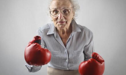 Conflict violent între două bătrâne de 90, respectiv 71 de ani. Uși sparte, lovituri cu pumnii și picioarele