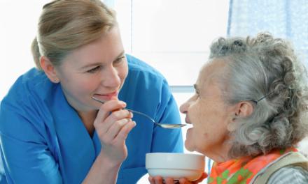 Direcția de Asistență Socială angajează îngrijitori la domiciliu. Sunt disponibile 5 posturi