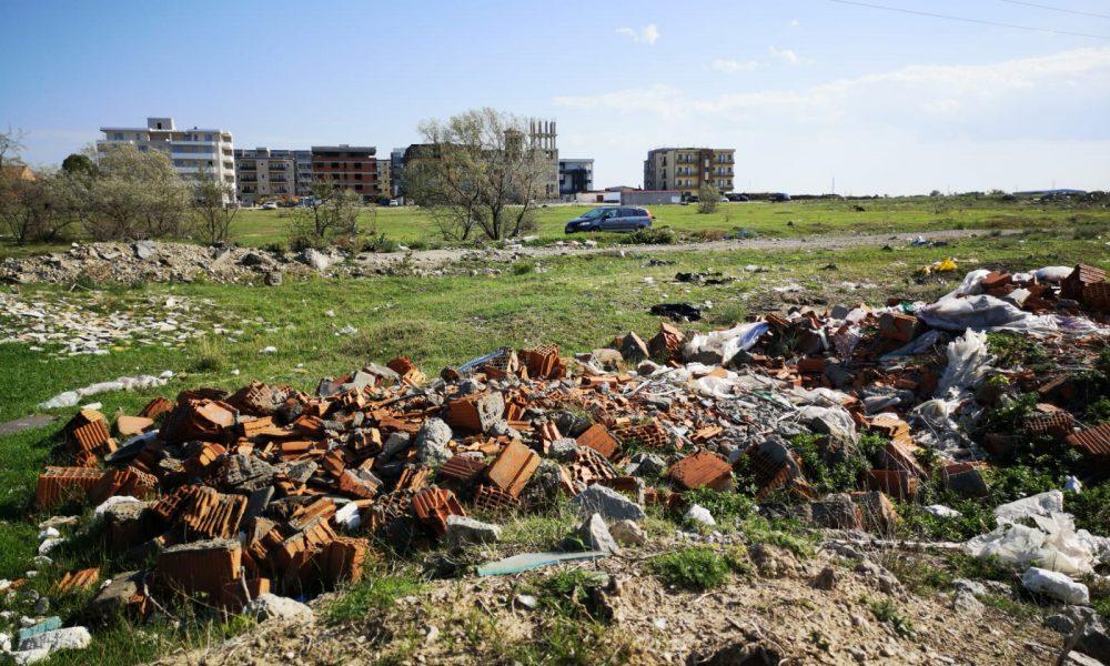 Mașina confiscată și amendă de 30.000 de lei pentru cei care aruncă deșeuri la întâmplare
