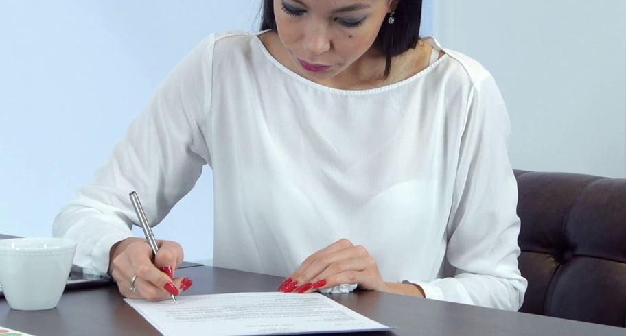 """Situație inedită la Primărie. O angajată semna de 7 ani documentele cu """"Nepoata"""""""