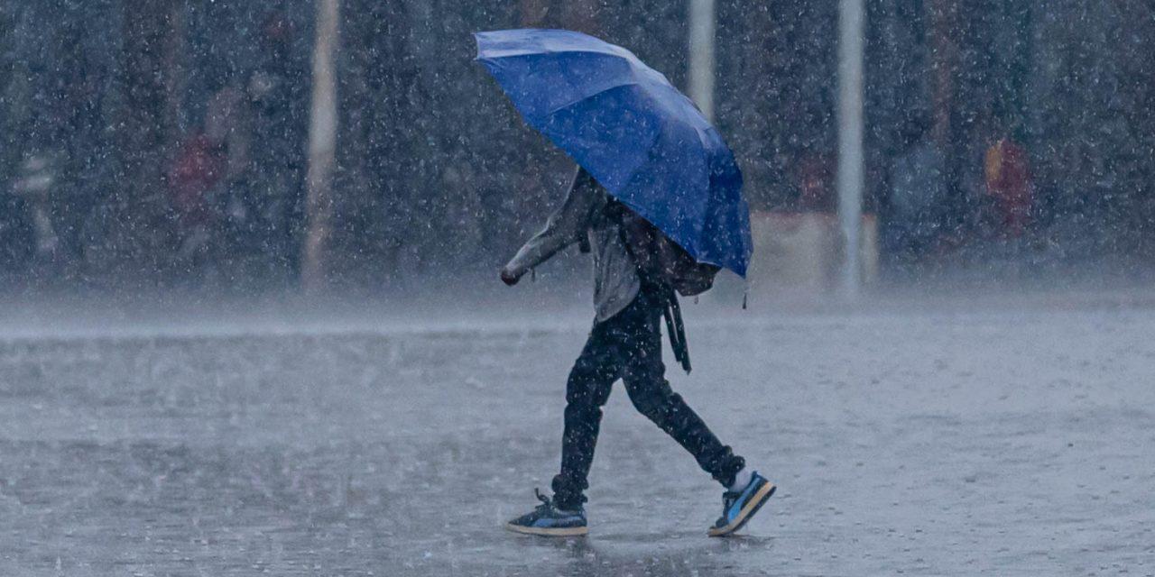 Ploile torențiale continuă. Meteorologii au emis o nouă avertizare până miercuri