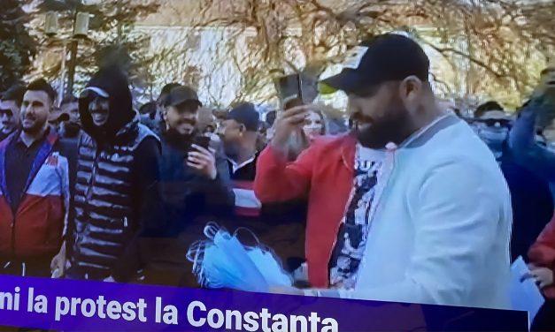 """Protestatarii de la Constanța nu au avut pancarte pentru că nu știu să scrie: """"Boss, noi stă în Heri Coadă, acolo e școala veții"""""""