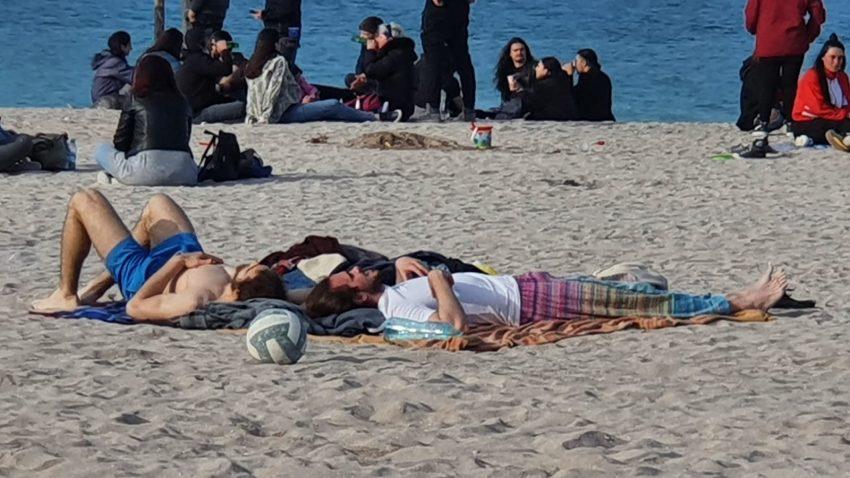 Vama Veche și Mamaia, pline de turiști. Masca e o raritate, poliția împarte amenzi
