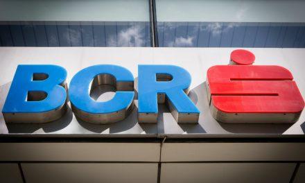 Schimbări la BCR. Clienții pot intra în bancă, pe lângă programare, doar cu analize de sânge, eco abdominal și test psihologic