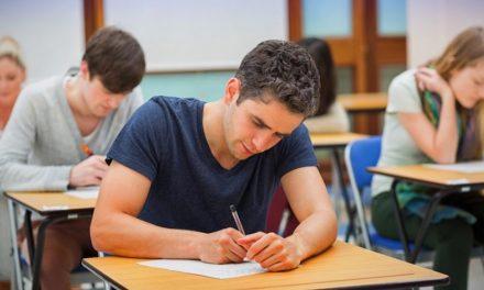 Decizie definitivă: Profesorii pot cere studenților să vină la examene doar vaccinați