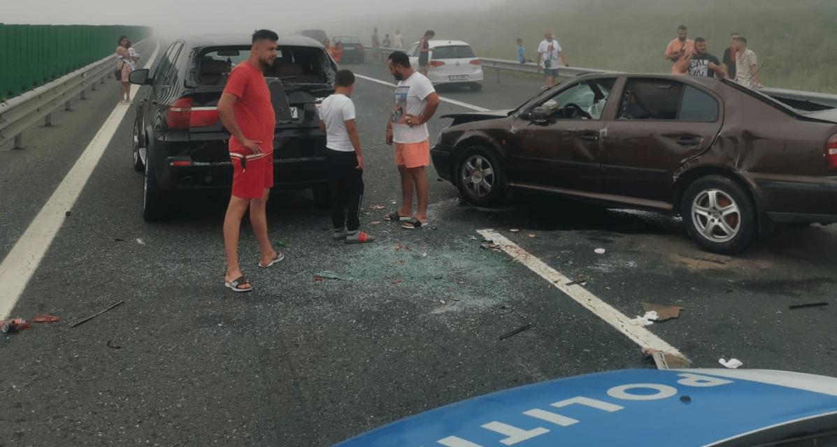 FOTO Accident cu 40 de mașini și 17 victime (5 copii) pe A2, lângă Medgidia. Traficul rutier spre mare este blocat