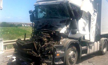O persoană rănită în urma unui accident cu trei camioane pe A4 Ovidiu-Agigea