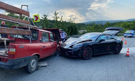 GALERIE FOTO / O Dacie papuc fără frâne a făcut praf un Porsche Panamera de 100.000 euro