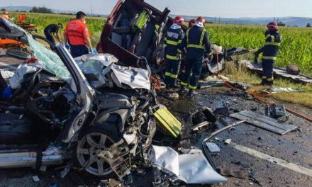 Mercedesul cu volan pe dreapta, cavou pentru o femeie și trei copii. Șoferul a avut vizibilitate zero