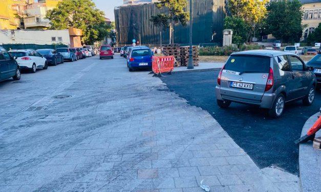 FOTO. Cum peticește Chițac zona istorică a Constanței: scoate pavelele și toarnă asfalt