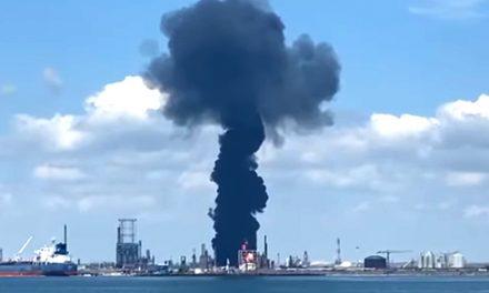 VIDEO. Momentul exploziei de la Petromidia, surprins de un turist. Un mort și cinci răniți în urma deflagrației