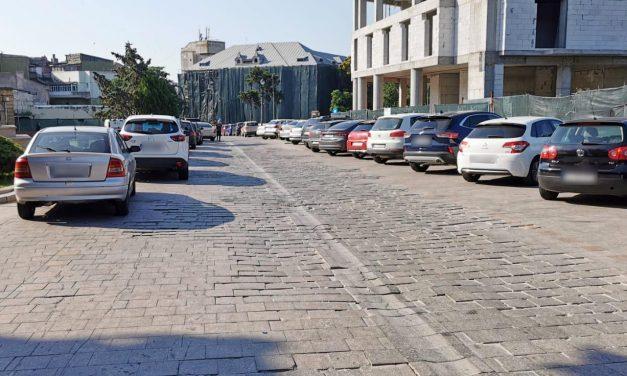 Primăria scoate pavajul de granit din zona Peninsulară (strada spre Piața Ovidius) și toarnă asfalt