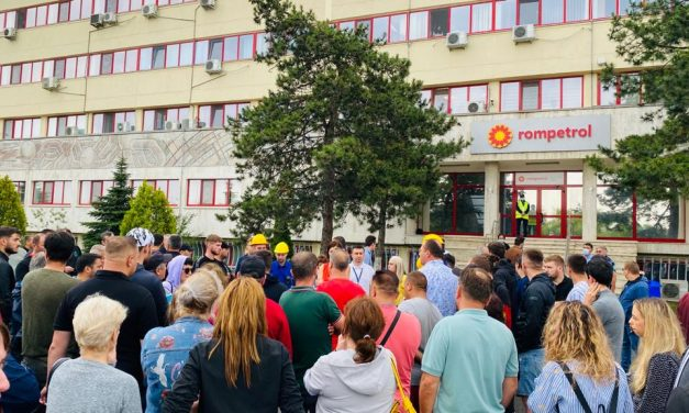 Protest spontan la Petromidia. Angajații cer salarii mai mari, grupe de muncă și revizii ample ale instalațiilor