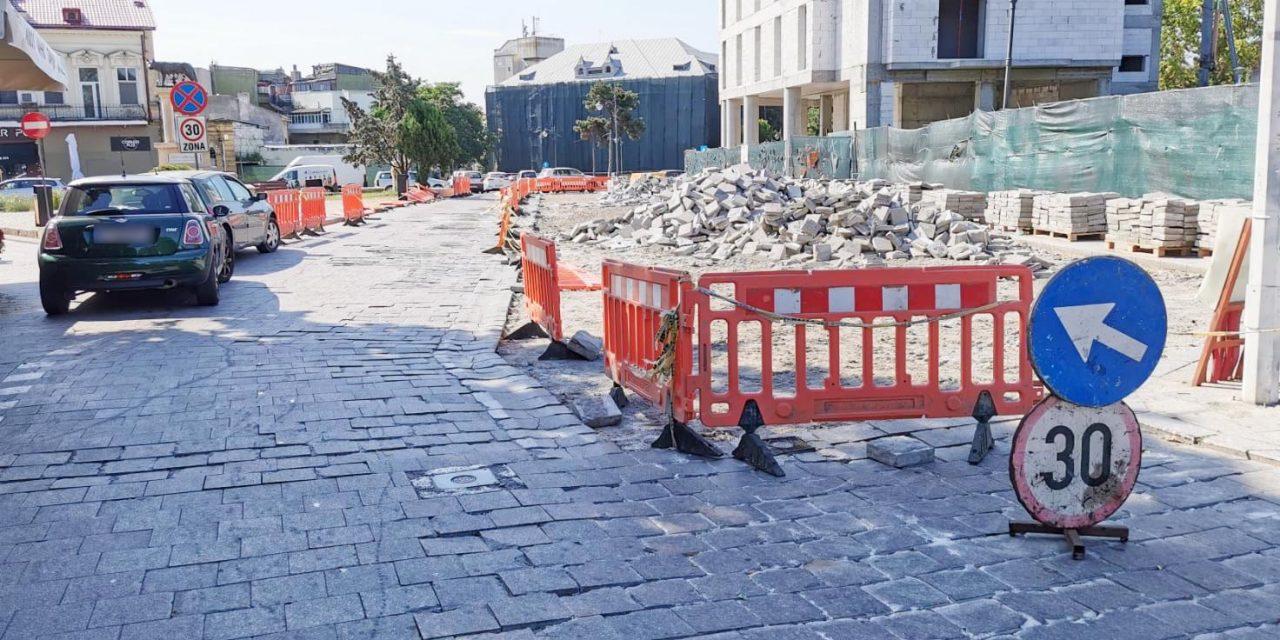 Restricții de trafic în zona Peninsulară. Se scot pavelele și se toarnă asfalt