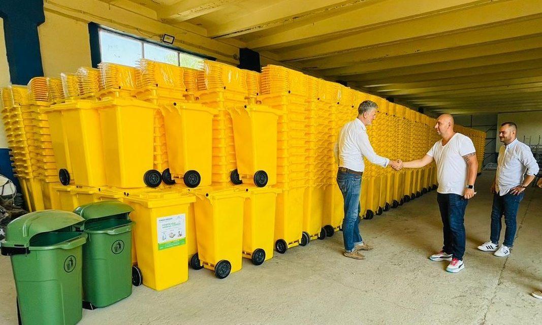 """Primarul Florin Chelaru: """"Ne dorim un Năvodari curat și sustenabil"""". Primăria începe distribuirea pubelelor pentru colectarea selectivă"""